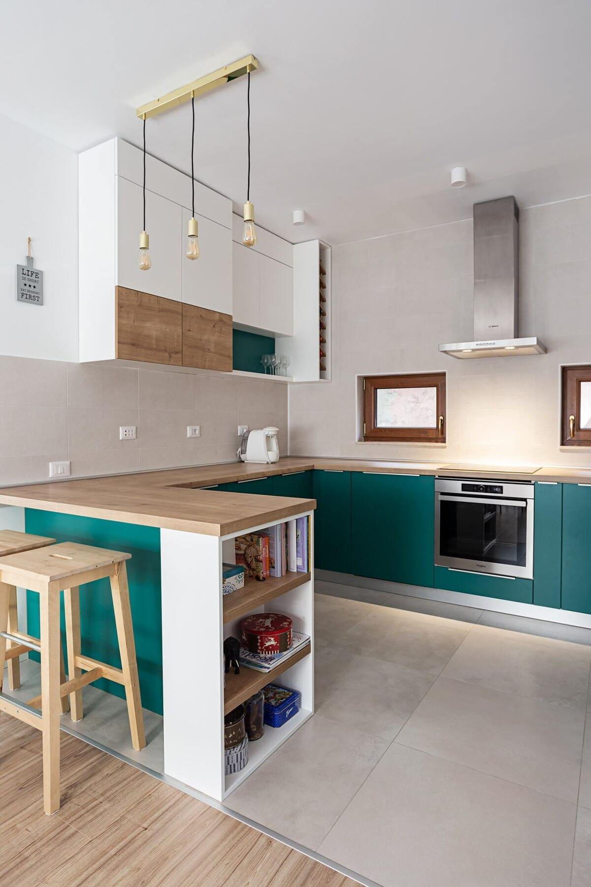 п-образная кухня до потолка