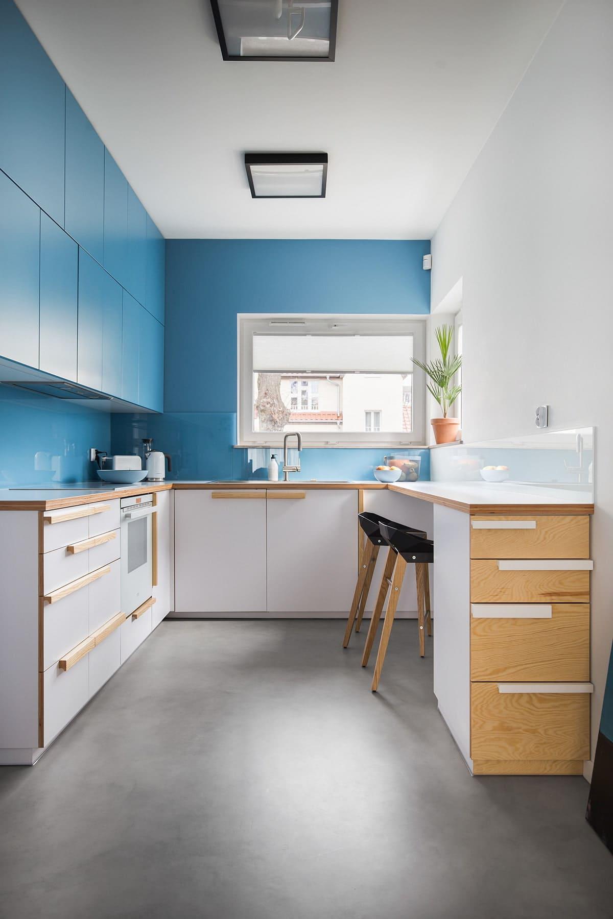 п-образная кухня в потолок