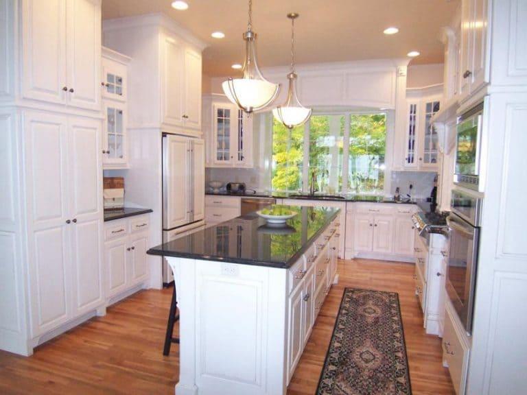 п-образная кухня для большого помещения