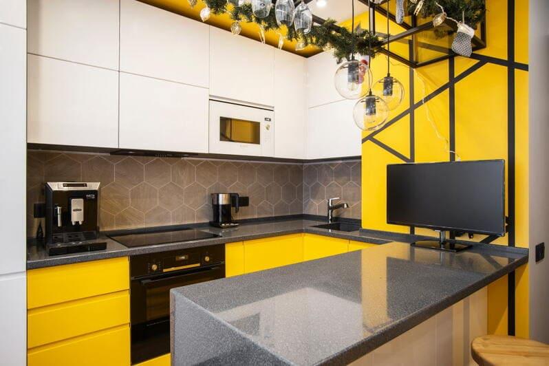трехуровневая кухня в форме буквы п